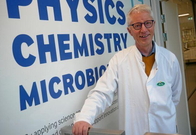 Som både mejerist och vetenskapsman har Peter Sinding dubbla anledningar att bära vit rock.