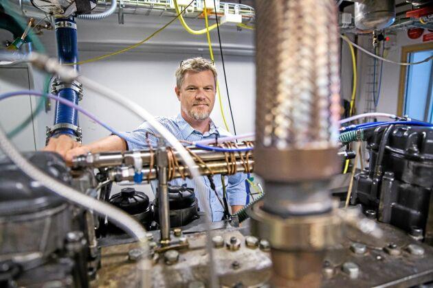 Laser. I den här motorn kan man med hjälp av laser belysa och studera utvalda molekyler under förbränningen.