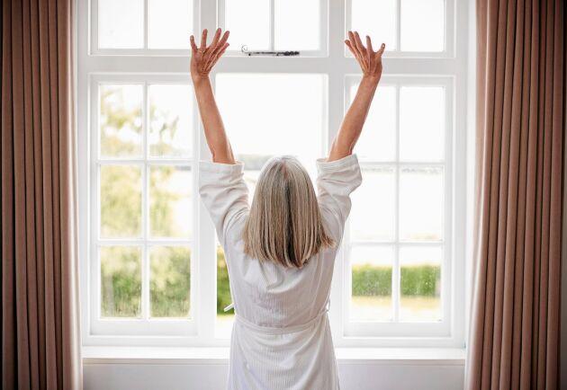 Stretchning eller meditation får kroppen att långsamt vakna till liv.