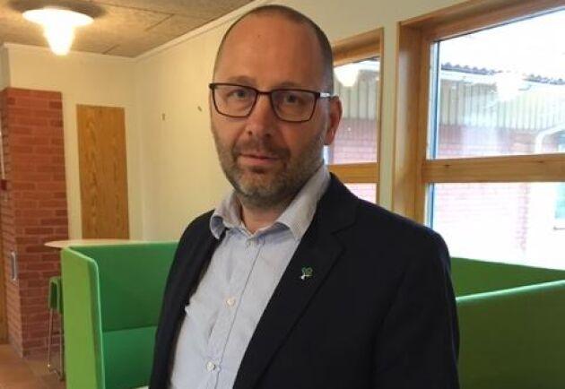 Robert Karlsson, rektor på naturbruksskolan i Uddetorp inför distansutbildning från och med onsdagen.