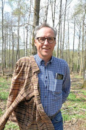 Peter Nyström, markförvaltare i Strängnäs kommun, tror att små privata skogsägare har svårt att sköta sin skog på samma sätt som kommunerna gör.