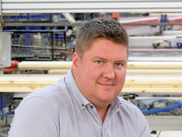 Jerry Johansson, VD för Hedlunda Industri som köper upp en polsk möbeltillverkare.