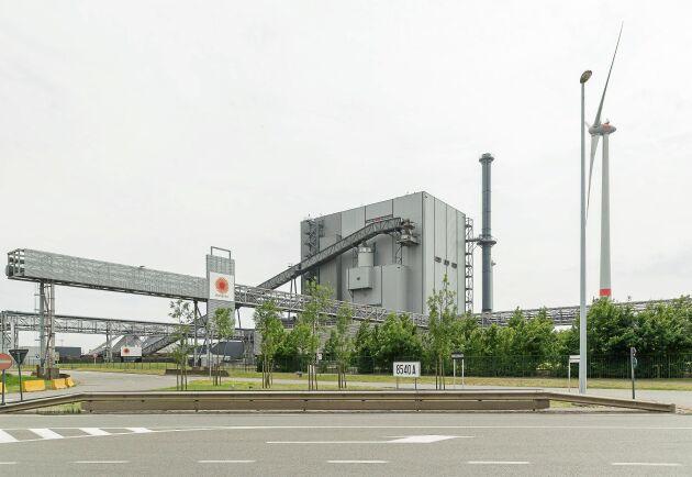 Stora Ensos fabrik i Langerbrugge utanför Gent i Belgien, misstänks vara källan för ett utbrott av legionella som drabbade 32 personer och orsakade två dödsfall.