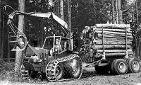 Med traktorn i skogen