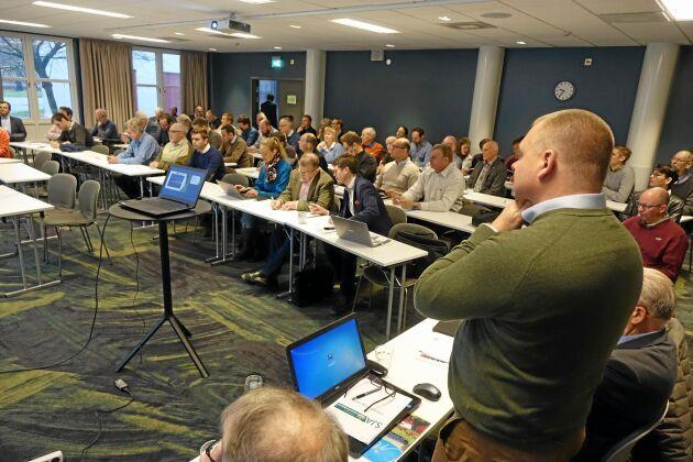 Sveriges jordbruksarrendatorer, SJA, har i veckan haft årsstämma i Lund. Vice ordförande Carl-Fredrik Svederberg pratar till församlingen.