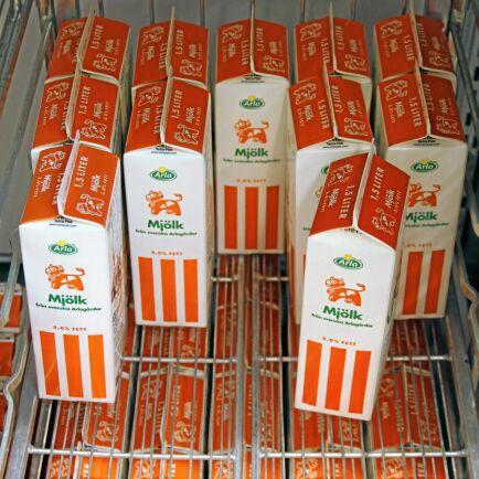 DAG 1 VID BLOCKAD. Mjölk och färskbröd tar slut i butikerna.