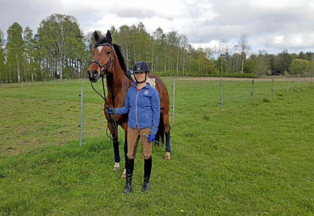 """""""Trycket utifrån var själva anledningen i startskedet"""", säger projektledaren Carin Barrsäter, här med hästen Leia, om de stora arbetena som gjorts på Julmyra Horse Center för att minska näringsläckaget från hagarna."""