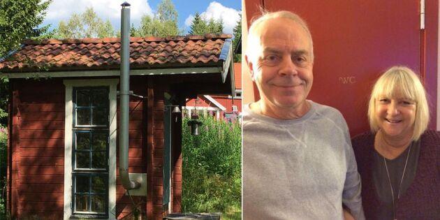 Kolla Birgittas och Sten-Åkes smarta idé för utedasset!