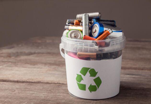 Undvik att låta gamla batterier ligga och samla damm – återvinn dem i stället på en gång. Här tipsar vi om hur du ska förvara dem rätt.