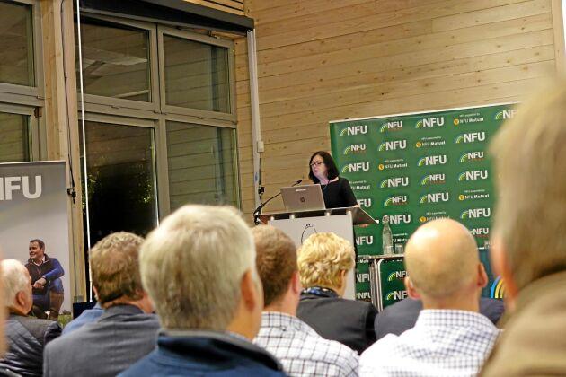 ATL är med på ett kvällsmöte i Ipswich där lantbrukare från östra England tagit plats för att lyssna på några av lantbruksorganisationernas experter.