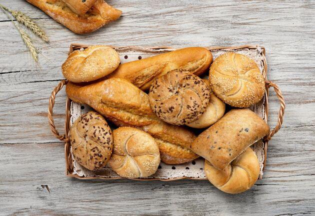 Bröd blir torrt i kyla – förvara i rumstemperatur i stället.