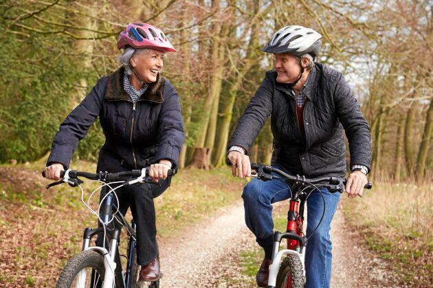 Cykling kan på sikt lindra smärtan i knäna som artros orsakar.