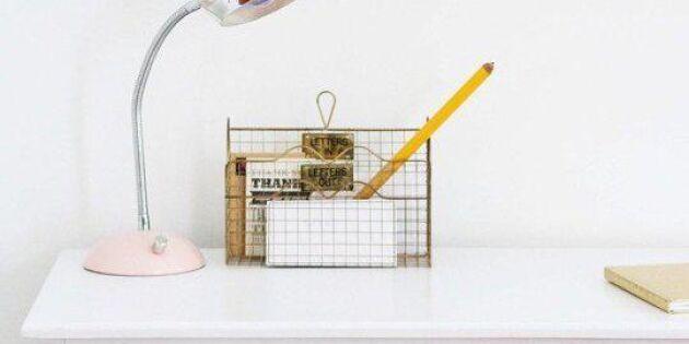 Guldiga knoppar lyfter skrivbordet