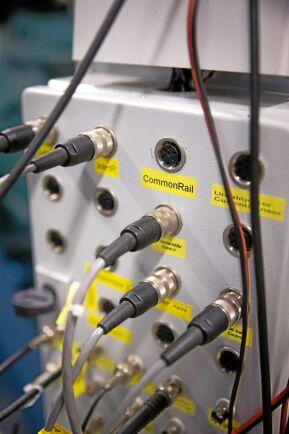 Optimering. Motorerna körs och kontrolleras på olika sätt för att man ska hitta optimala inställningar.
