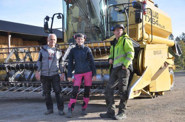 Från vänster: Driftledaren Niklas Lindeberg samt eleverna Alexandra och Emil.