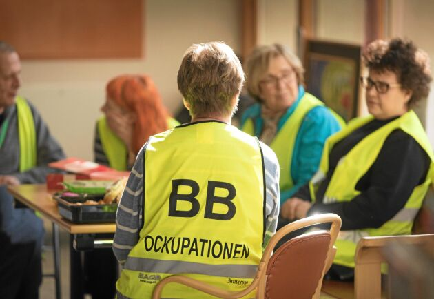 Uppåt 3 000 personer har hjälpts åt att ockupera sjukhusfoajén i Sollefteå under två år.