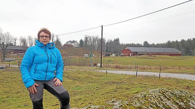 """Inga Ekström på Molnby gård är mycket kritisk till Vallentunas agerande och har tät kontakt med flera andra markägare. """"Kommunen vill åt vår åkermark för att det är lätt att bygga på den."""""""