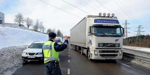 Polisen vädjar – därför ska du sluta varna andra bilister med blinkers