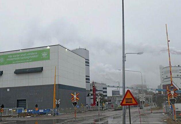 Nya PM7 vid Gruvöns bruk togs i bruk i april. Nu klagar Grumsborna över entoniga och störande ljud från kartongfabriken.