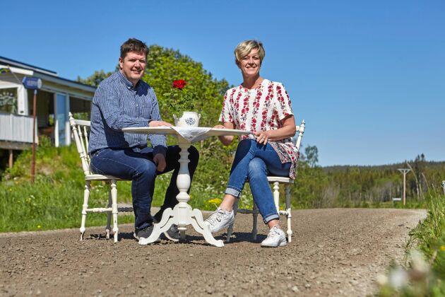 Mitt ute på landsbygden, i Timrå kommun, driver Erik och Susanne Molin sin grusvägskrog.