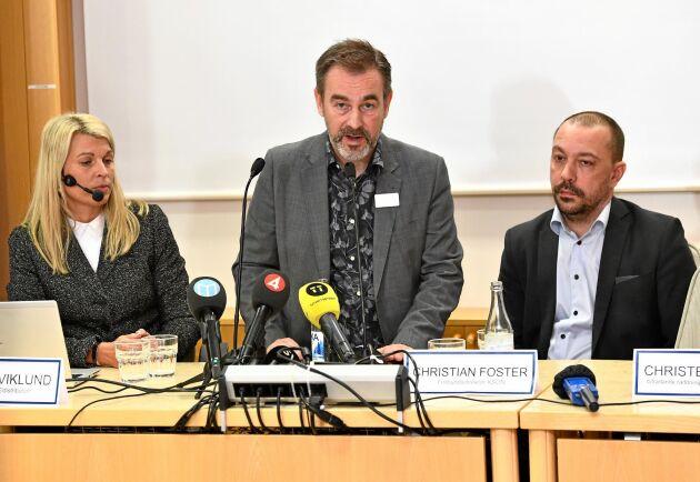 Annika Viklund, VD Vattenfall Eldistribution, Lars Lindberger, kommunikationschef Norrtälje kommun och Christian Foster, förbundsdirektör Kommunalförbundet sjukvård och omsorg i Norrtälje kommun under en pressträff med anledning av stormen Alfrida.
