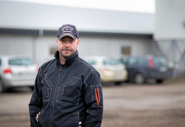 Om all min personal skulle stanna hemma för att de känner sig krassliga skulle jag snabbt få problem med skötseln av djuren, säger Mattias Espert till ATL.