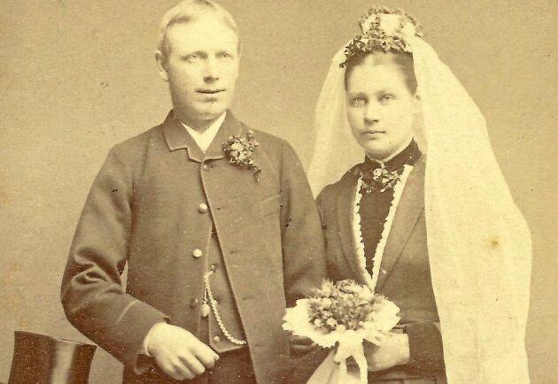 1888 gifter Karl med Ida Lindqvist. Karl är 34 år och Ida är 25 år och med tiden får de sex barn.