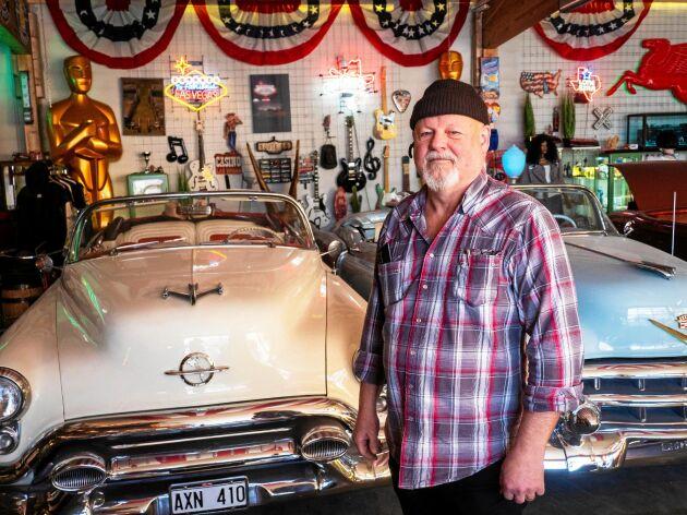 """""""Den här bilen har skådespelerskan René Zellweger åkt i. Det är en ljusblå Cadillac Eldorado -53 och var med i filmen """"My one only"""" som hade premiär 2009. Sen köpte jag den på plats i USA."""""""