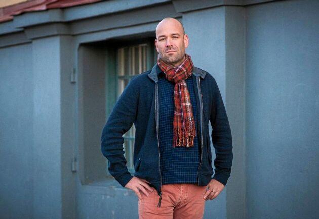 """Psykologen Stefan Blomberg har skrivit boken """"Mobbning på jobbet""""."""
