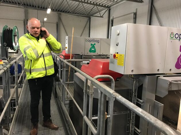 - I förlängningen tar vi fram en containerlösning så att man kan ha larver på gården som hjälper till med avfallet. Vi vet att det finns intresserade bönder som vill testa, säger Vesa Hiltula som är återvinningschef på Eskilstuna Energi och Miljö.