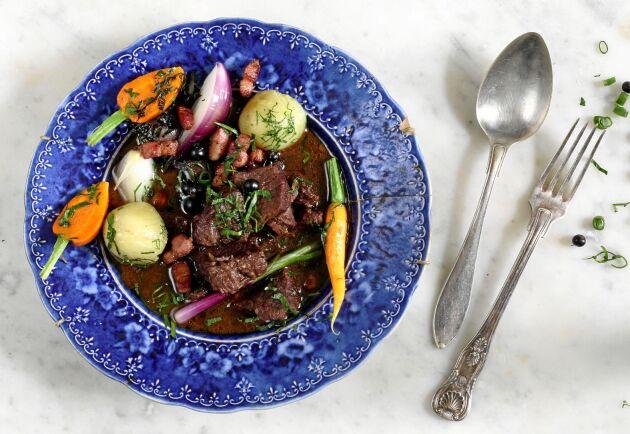 Lätt kokta grönsaker i pigga färger blir fint på tallriken.