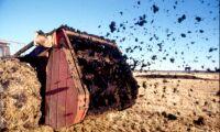 Kommunalråd skitförbannad när bonde spred gödsel