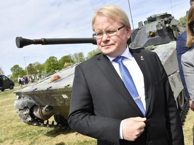 Försvarsminister Peter Hultqvist under invigningsceremonin för Gotlands regemente i maj. Arkivbild.