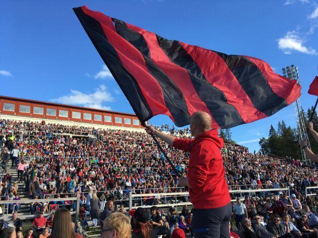 Stora framgångar och härliga supportrar, Östersunds FK når båda med lite annorlunda metoder.