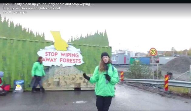 Greenpeace sänder sin blockad live via Facebook.