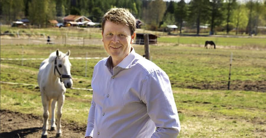 DRÖMLIVET. Här på hästgården lever Anders det liv han dagdrömde om tidigare, tillsammans med sin familj.