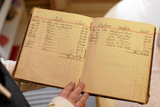 Valsjöbyn har länge varit en knutpunkt och utländska fisketurister kom redan i mitten av 1800-talet. Här är en räkenskapsbok daterad 1887.