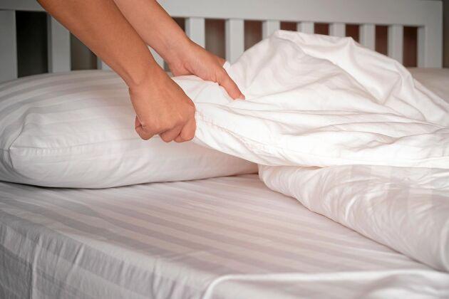 Byt lakan ofta – och kom i håg att dammsuga madrassen! Här får du de bästa tipsen för att hålla din säng ren och fräsch – och kvalsterfri.
