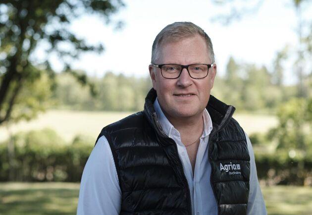 Mikael Theorén, affärsområdeschef för häst och lantbruk på Agria, tycker inte att bolaget tar ställning med sin nya reklamfilm, trots att den innehåller påståenden om gödsel- och odlingsmetoder.