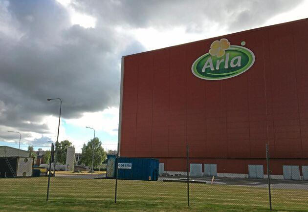 I Sverige berörs ett 40-tal anställda av Arlas förändringar.