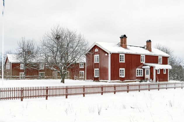 Släktgården utanför Mariannelund ligger nära två andra faluröda hus i Stora fagerhult.