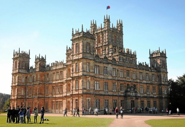 """""""Downton Abbey"""" är en av flera brittiska tv-serier som många följt genom alla säsonger. Du kan besöka slottet Highclere Castle som ligger utanför Newbury."""