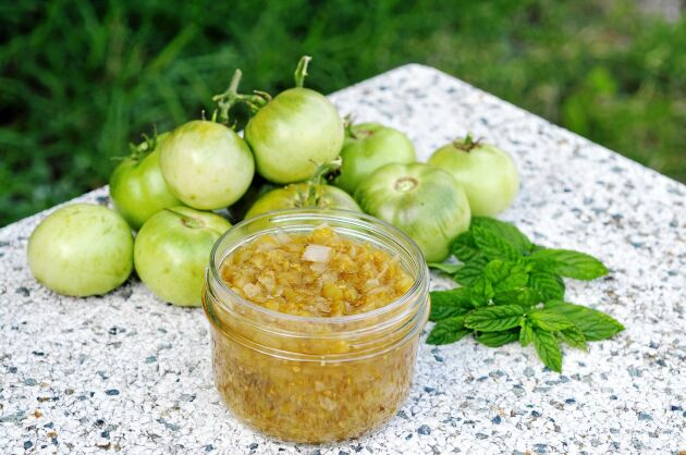 Ta dina gröna tomater och gör en smaskig chutney!