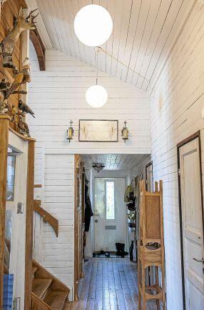 Halm- och lerväggarna låter ånga transporteras genom väggen. Inomhusklimatet blir på så sätt väldigt balanserat.