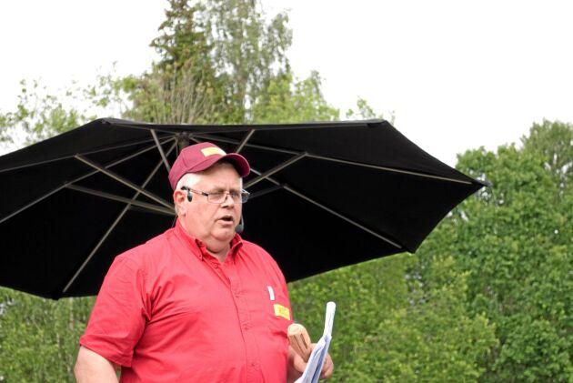 Auktionisten Stig-Arne Johansson hade en hektisk dag men rodde hem det hela enligt tidtabellen.