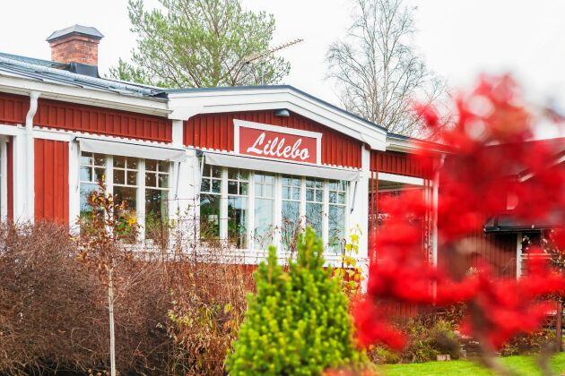 Lillebo, som huset heter, byggdes 1935. Det var tidigare en sommarstuga men byggdes om till ett åretruntboende.