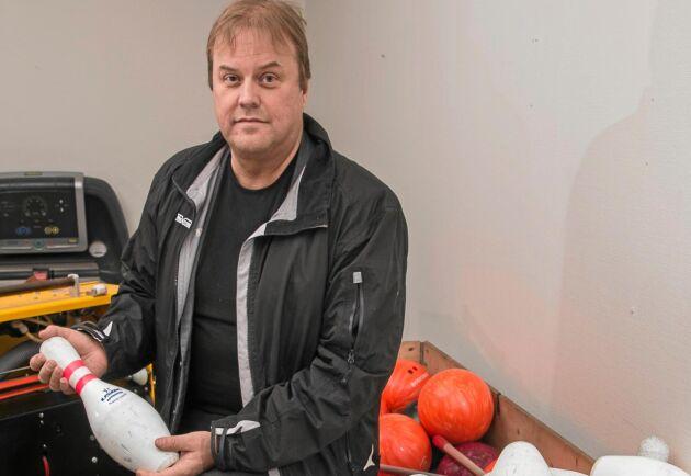 Örjan Berglund köpte en bowlinganläggning som nu ska byggas upp i Jörns gamla butik.