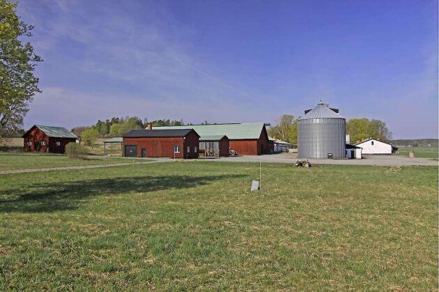 På gården har det tidigare bland annat bedrivits grisproduktion.