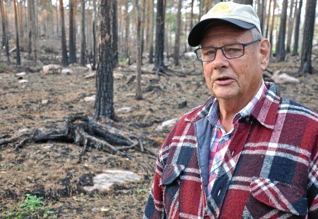 Delar av Jan Oscarssons skog förstördes av branden förra sommaren.