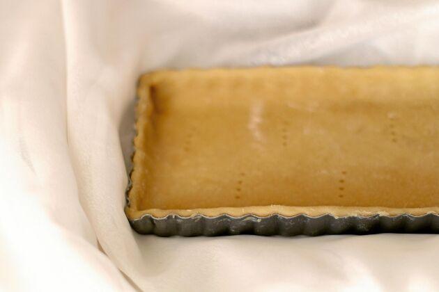 Ett smarrigt grundrecept på en pajdeg för söta pajer. Den här gör du snabbt i kastrull och smaken är underbart knäckig!